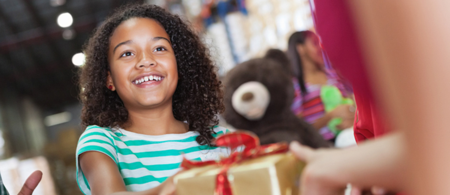 How to Involve Children in Christmas Gift Giving